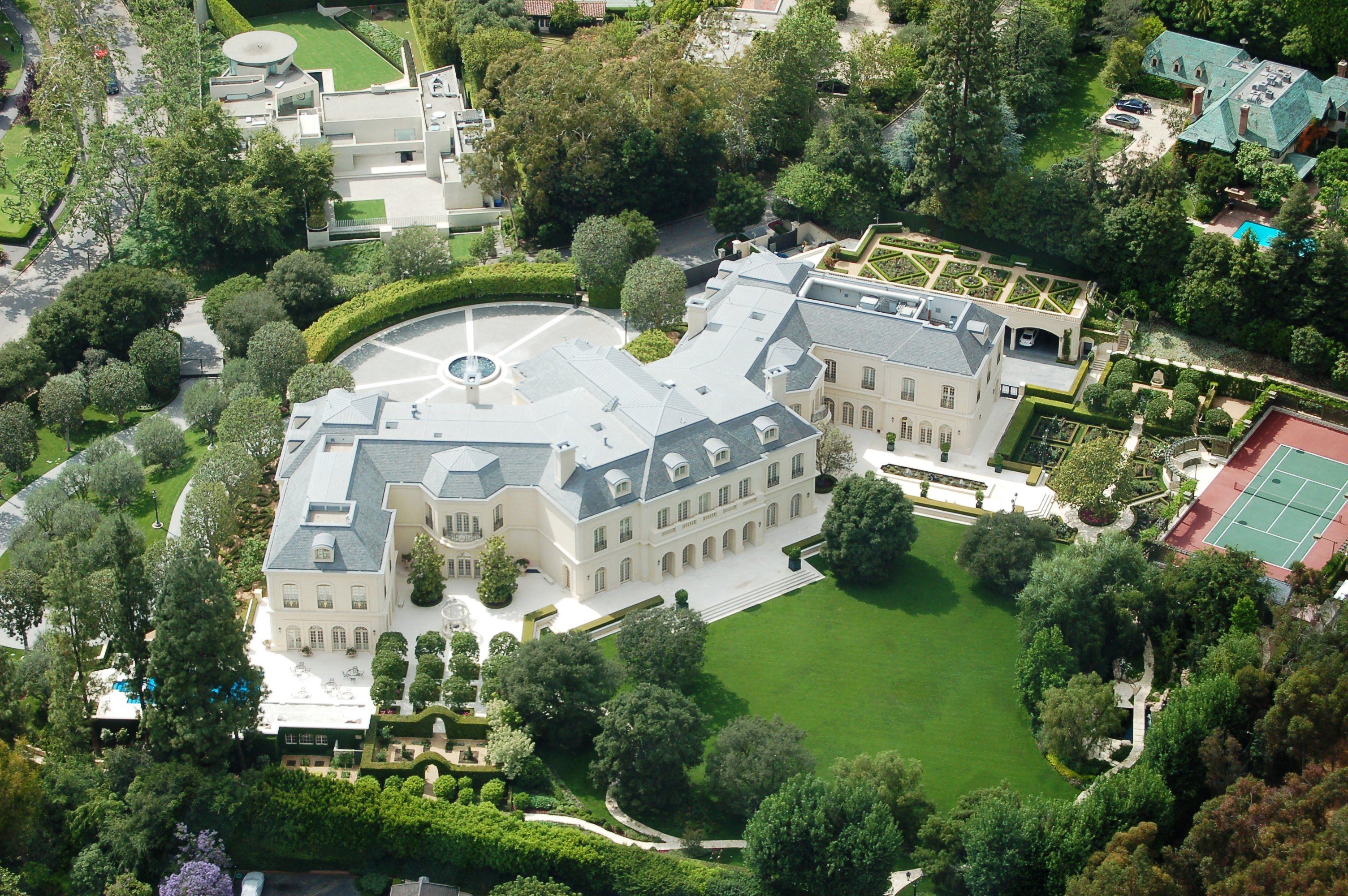 Lavish luxurious 10 of the biggest houses in the world for Top 10 biggest houses in the world