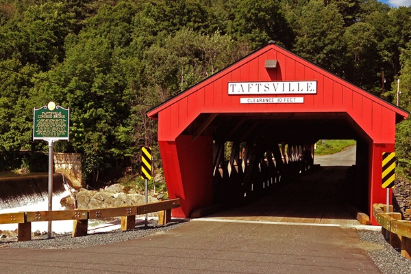 Spectacular Pictures Of Covered Bridges (35)