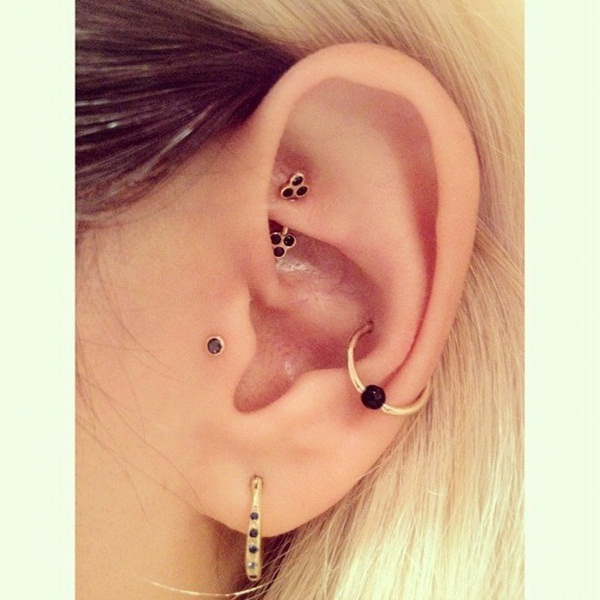 Adventurous Pictures of Ear Piercing (36)