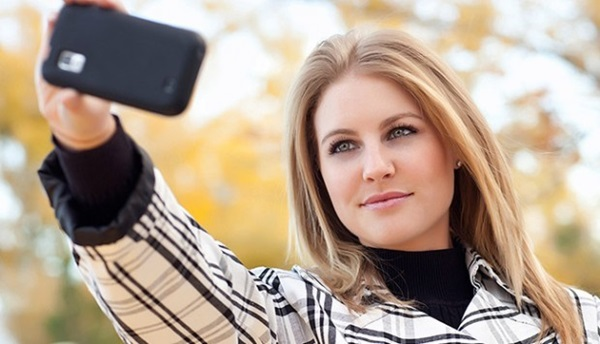 How to take an Attractive Selfie 1
