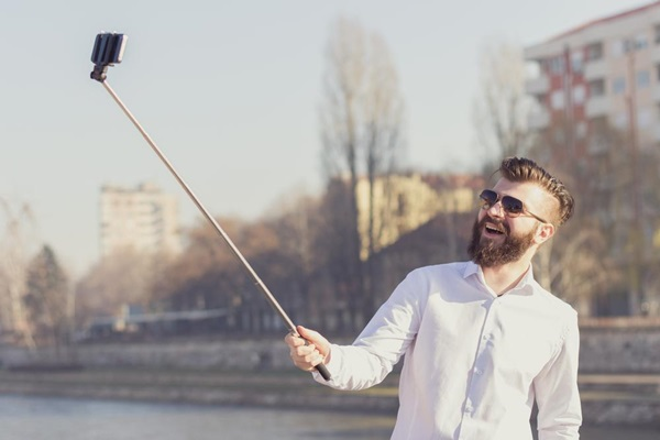 How to take an Attractive Selfie 4