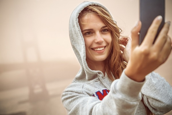 How to take an Attractive Selfie 6