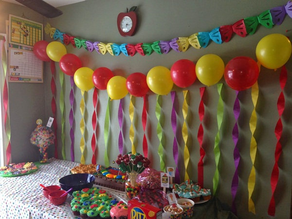 Beautiful Ways to Decorate with Streamers For Special Occasions (24)