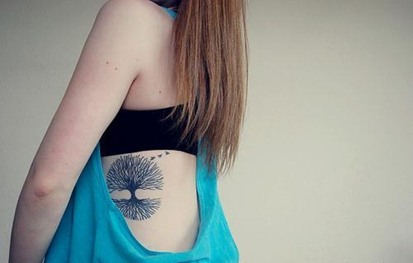 Perfectly Placed Rib Tattoo Designs For Girls (34)