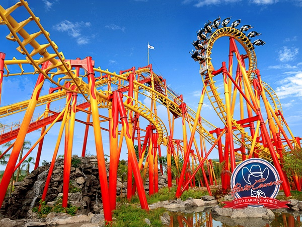 10 Best Amusement Parks in the World 9