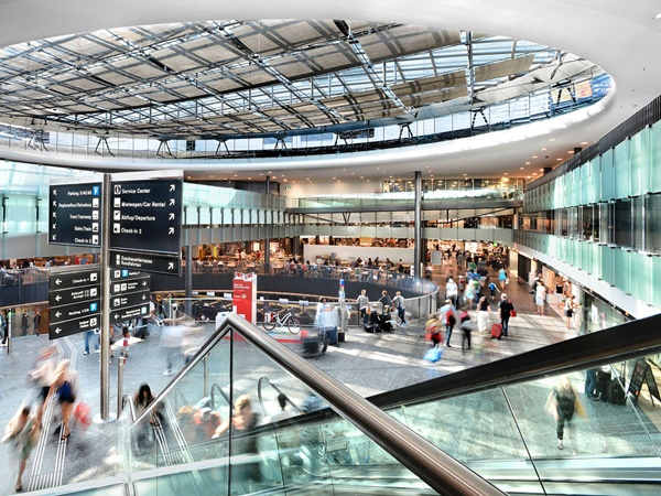 10 Best Airports in the World 7